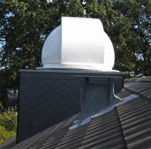 Montierte Baader Kuppel auf Hausdach - private Sternwarte