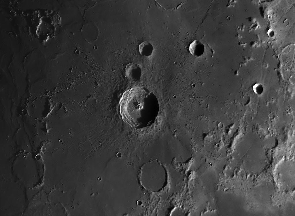 Mondkrater mit einem Passfilter von Baader Planetarium aufgenommen