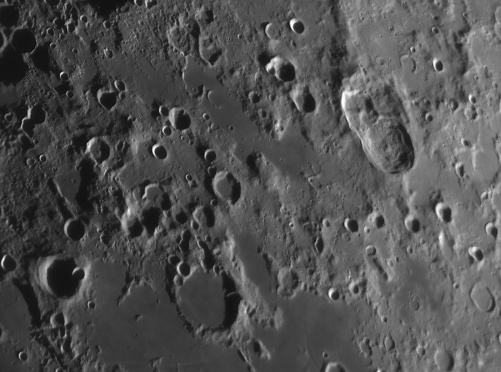 Mondlandschaft fotografiert mit Baader IR Passfilter