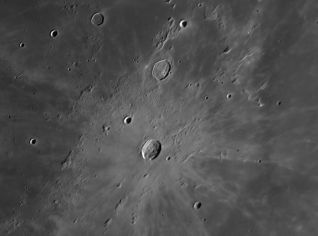 scharfe Mondkrater Bilder aufgenommen mit IR Passfilter von Baader