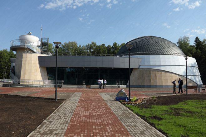 Universität in Russland mit Baader Klappschalenkuppel für Forschung