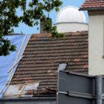 tornado-Baader-Kuppel-Grossenhain-vor-abgedecktem-Hausdach