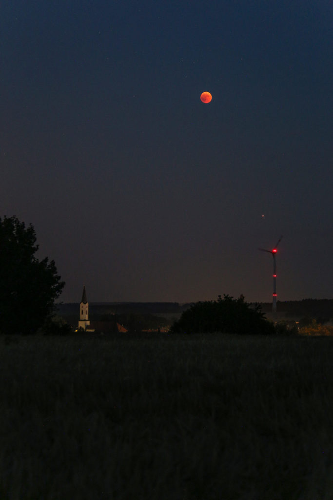 Impressions of the lunar eclipse and mars 2018