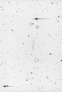 Hermes: CCD Aufnahme vom Autor, kurz nach seiner Wiederentdeckung am 28. Oktober 2003 aufgenommen. Belichtungszeit 1800 Sekunden mit SBIG ST-10 XME. Das Bild zeigt - eingekreist - drei weitere Kleinplaneten
