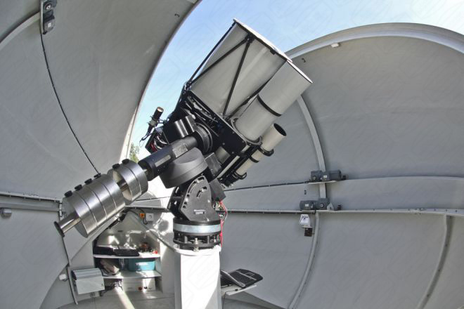 Baader Planetarium Klappschalen Kuppel mit Teleskopen in Russland
