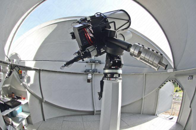 Klappschalenkuppel von Baader Planetarium für Federal University Kazan