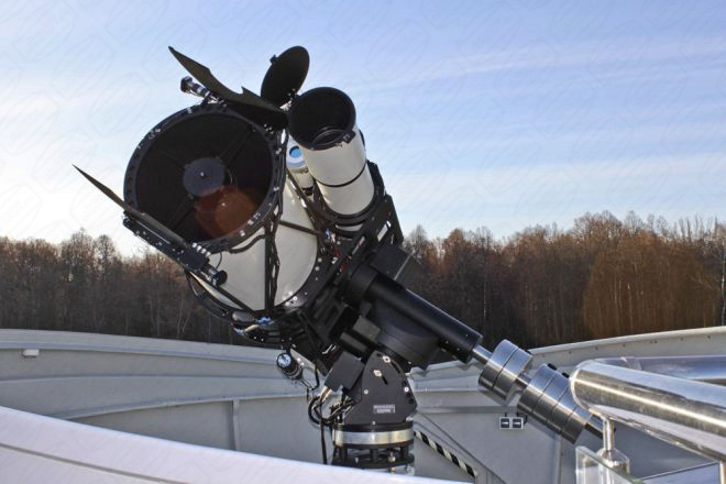 Teleskope in Baader Planetarium Klappschalen Kuppel in Tatarstan