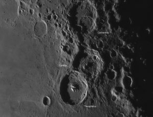 Das Kratertrio Theophilus, Cyrillus und Catharina, © 2019 by W. Paech+F. Hofmann – Camäleon Observatory, Namibia