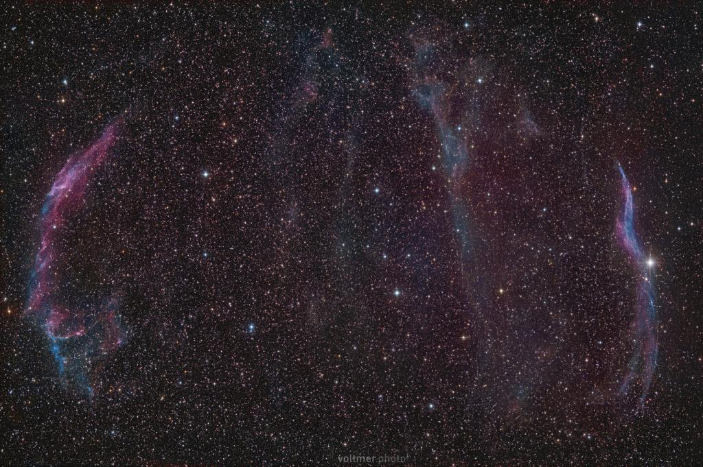 Cirrus-Nebel-Komplex im Sternbild Schwan. Die Region passt mit einem RASA 8 und einem APS-C-Sensor vollständig ins Bild. Belichtet wurde rund 70 Minuten (141 x 30 s) mit einer Fujifilm X-T3 (ISO 800) am Celestron RASA 8. Aufnahmeort: Spicherer H??he bei Saarbrücken.