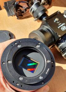 Die Vorderseite der QHY268M mit dem APS-C Sensor und einem M54-Adapter